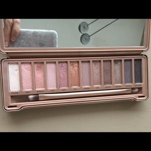 Urban decay Naked 3 eyeshadow palette + freebie